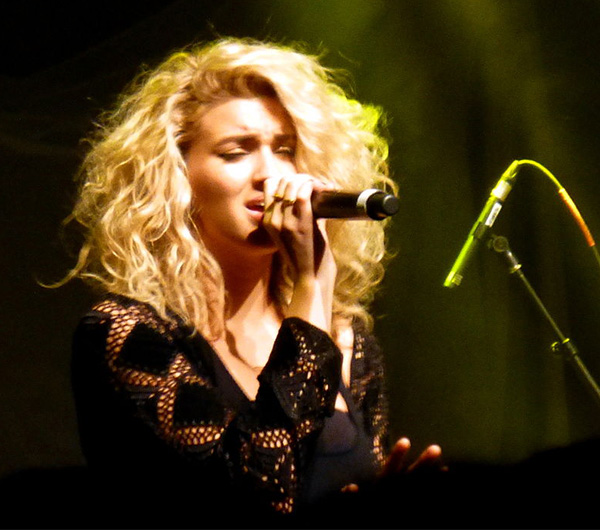 Tori Kelly and Lecrae's 'Masterpiece' live performance - Red